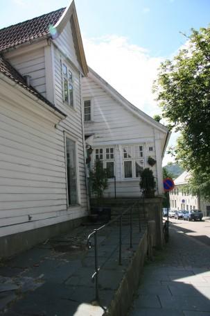 Det som kan ha vært Ole Salmakers hus og forstanderboligen. (Foto: MLR)