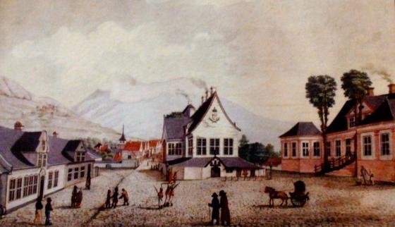 Rådstuplassen malt av J. C. Dahl på begynnelsen av 1800-tallet. (Foto: MLR fra utstillling i Rosenkrantztårnet)