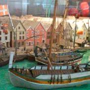 Modell av Bryggen på Historisk museum. (Foto: May Lis Ruus)