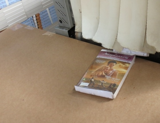 Slik ser boken ut når den kommer ut i andre enden.