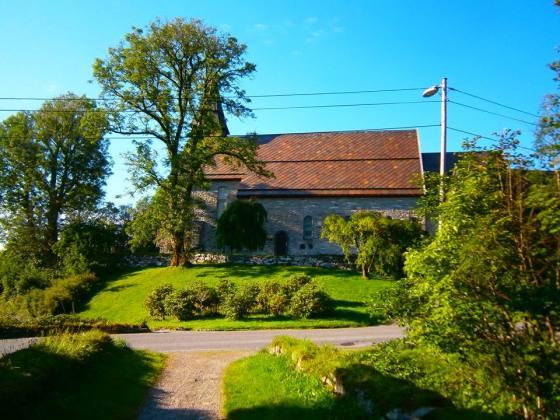 Fana kirke som i middelalderen var viet til Det hellige korset. (Foto: Ingunn Lausund)