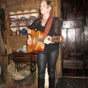 Pernille spilte også på Nøsteboden (Foto: Lisbeth K Fjelde)
