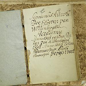 Jeløya-boken fra slutten av 1700-tallet (Foto: Norsk Folkeminnesamling ved IKOS, UiO. Gjengitt med tillatelse.)