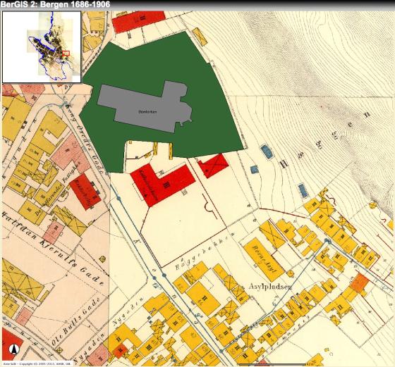 Domkirken i grønt/grått felt. Bispegården lå der Katedralskolen kom senere (det store røde feltet). (Kilde: Arne Solli og Geir Atle Ersland (2005-12), Kartportalen BerGIS, http://bergis.uib.no/, Bergen. Gjengitt med tillatelse)