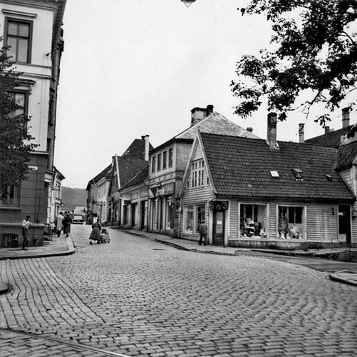Marken sett fra Nygaten 1957. (UBB-Bros-00245B)