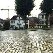 På nåværende Østre Murallmenning har jeg lagt byhuset til Bastian Lyche og familien hans.