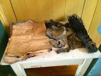 Gamle ting som nylig ble funnet i veggene