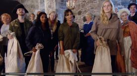 Deltakerne ankommer ballet. (Skjermbilde fra NRK nett-TV, eps. 1)