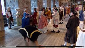 Deltakerne ankommer. (Skjermbilde fra NRK nett-TV, eps. 1)