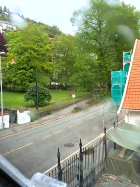 Utsikt fra rom 18 mot Kong Oscarsgate og fattigkirkegården
